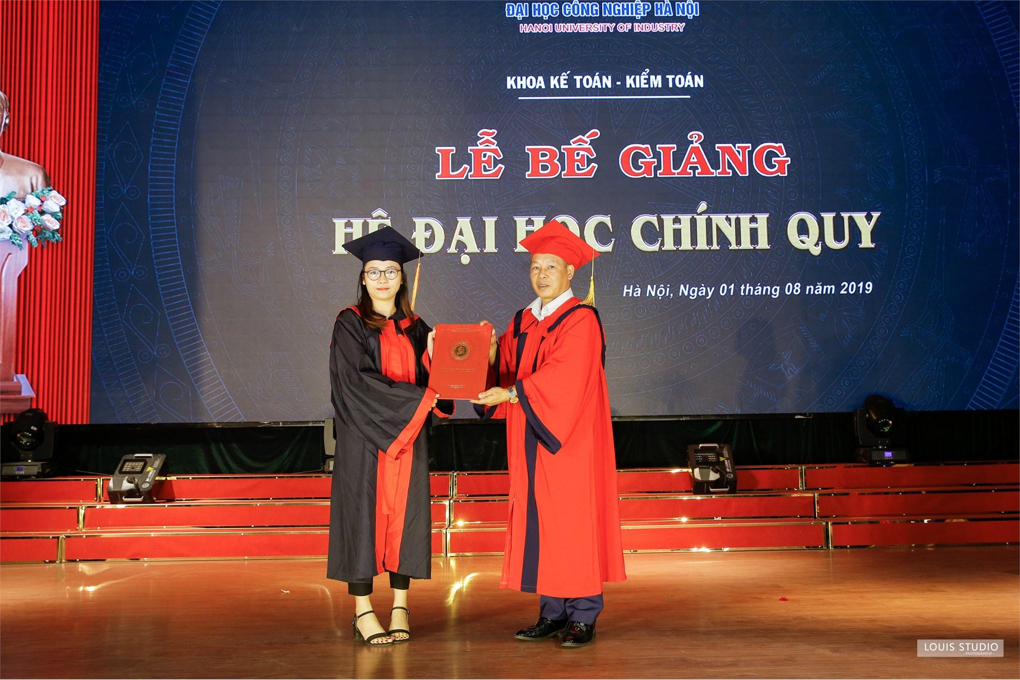 Lễ bế giảng và trao bằng tốt nghiệp cho sinh viên Đại học chính quy ngành Kế toán Kiểm toán khóa 10 (2015-2019)