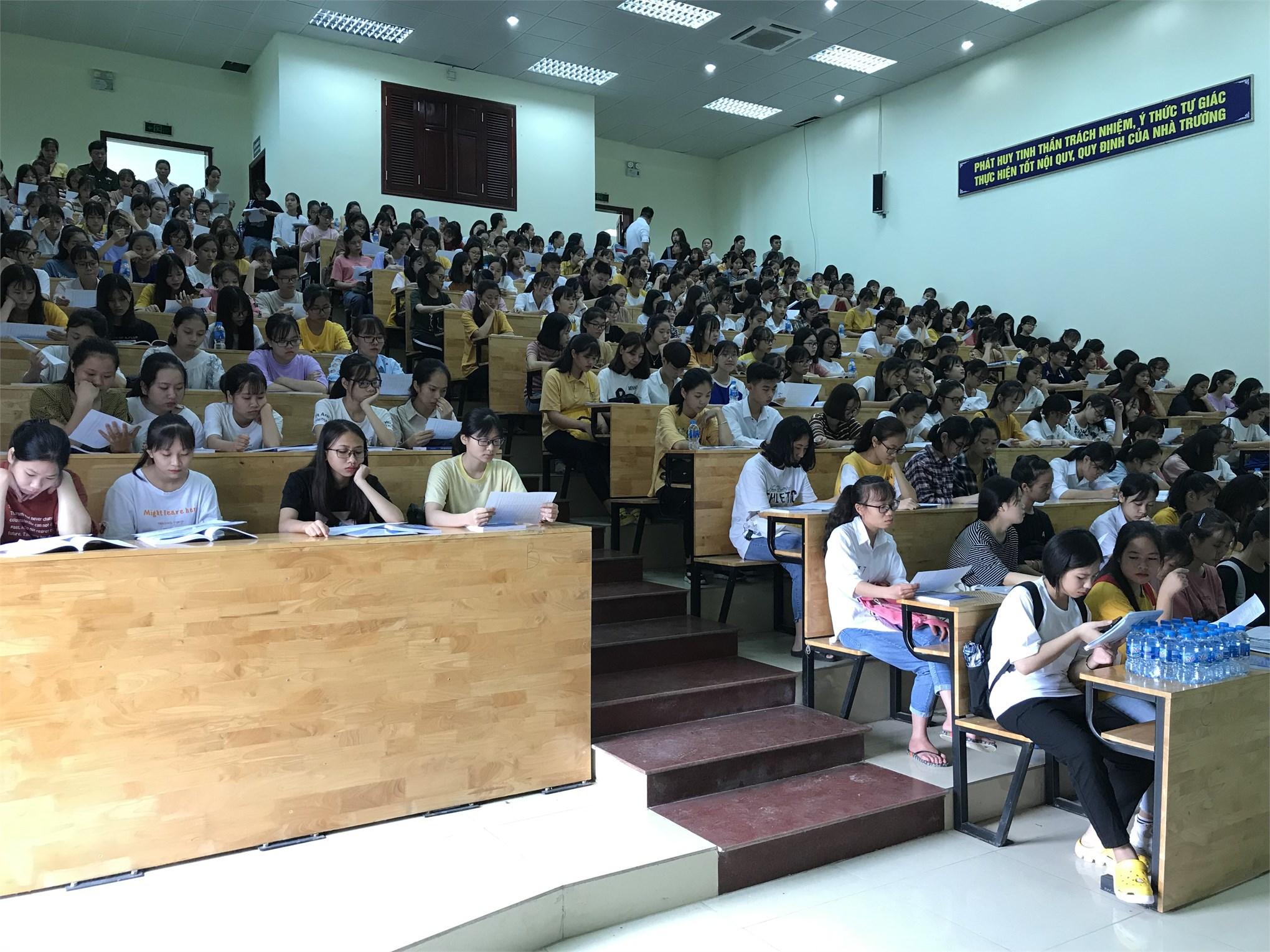 Chào đón sinh viên khóa 14 đến nhập học