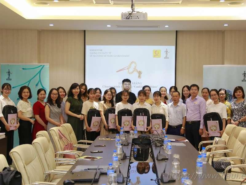 Khai giảng lớp học mẫu theo chương trình hợp tác HaUI-ICAEW