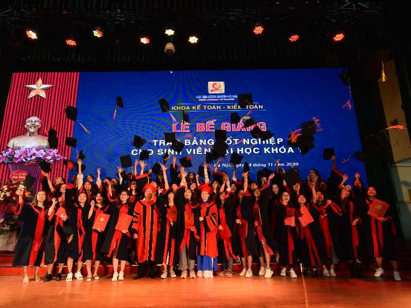 Lễ Bế giảng và Phát bằng tốt nghiệp cho sinh viên ĐH khóa 11